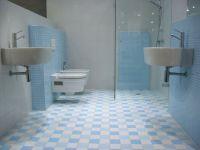 Mozaiek licht blauw in moderne badkamer otiles - Badkamer blauw ...